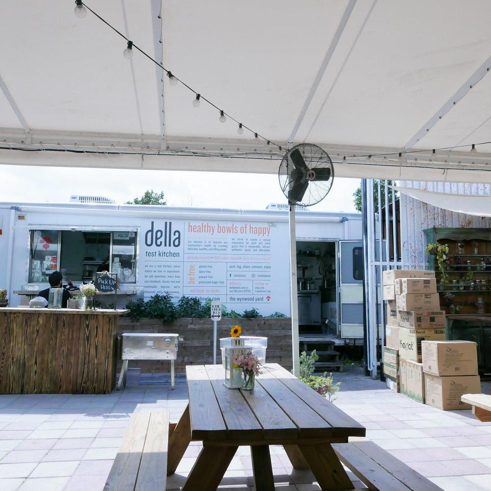 Della Bowl's Exterior
