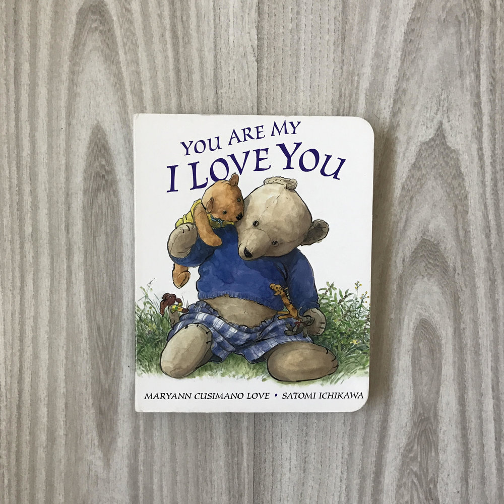 """Con toda la intención de haberlo hecho ayer, comparto hoy You Are My I Love You de Maryann Cusimano Love. Love, autora de 6 libros bestsellers y más de un millón de copias vendidas, me cautivó de tal manera que este libro se convirtió en mi favorito desde antes de Alex nacer. Los primeros días de rutina confieso lo leímos todas las noches hasta aprendérmelo. Aunque sencillo, aún no he encontrado un libro que defina con exactitud la relación mamá-bebé como lo hace este. I am your parent; you are my child. I am your quiet place; you are my wild. I am your favorite book; you are my new lines. I am your nightlight; you are my star shine. Eso soy y eso eres Alex… gracias por llegar a iluminar mis días cuando más grises estaban. Gracias por el honor de llamarme """"mamá."""" No puedo dejar de citar a Pablo en Yolanda... """"Te amo Te amo Eternamente... Te amo."""" Puedes adquirirlo aquí"""