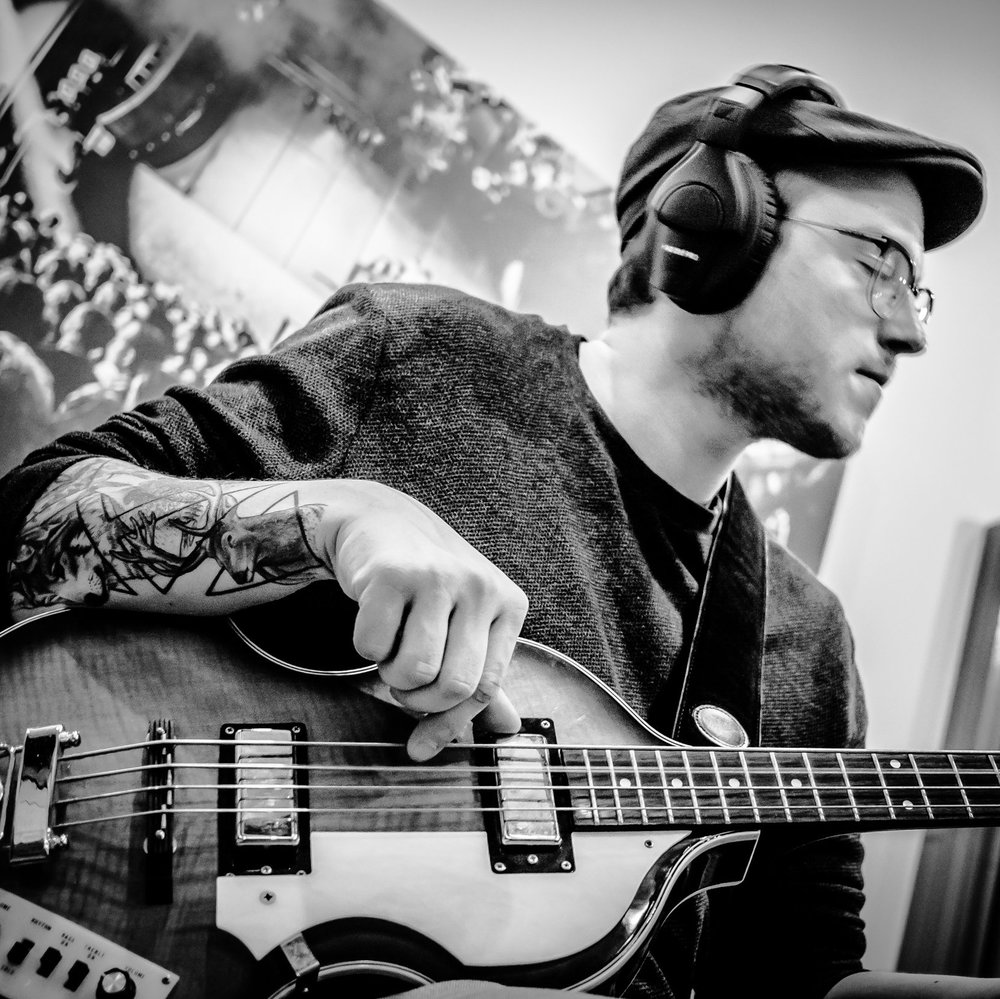 Tom Zwaans  - bass, double bass