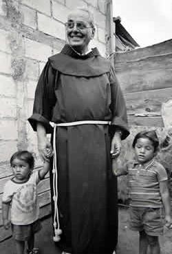 """Nuestro fundador """"Papa"""" Rocco,as lo llamaban cariñosamente los niños."""