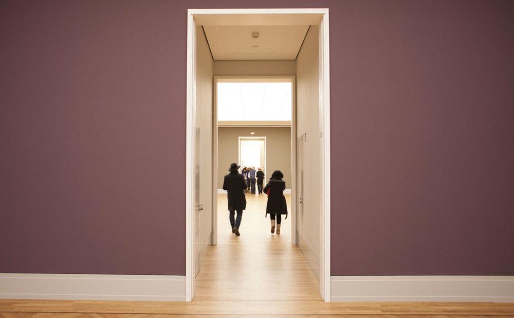 NAVIGATION   Weniger suchen, mehr finden!  GUIDEPILOT  führt Ihre Besucher mit Hilfe der Beacon-Technologie von Exponat zu Exponat und ermöglicht so eine  intuitive Orientierung  im Museum oder in anderen Kultureinrichtungen. Technologische Lösungen gibt es für Außen- wie Innenbereiche.