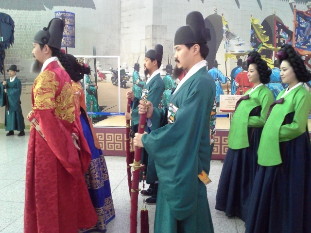 I actually stumbled upon this cultural exhibition of Korean ceremonial dress at Incheon Airport on the way back home. Check out the beautiful colors and draping!