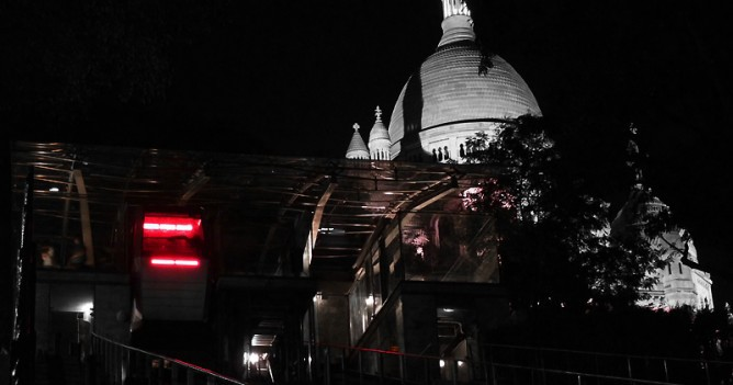 Night view of the funicular transformed for  Nuit Blanche Paris