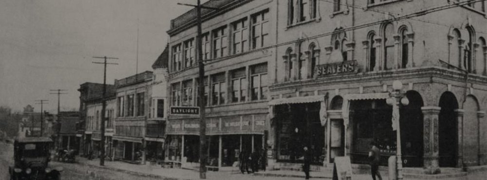 CORNER OF W MAIN STREET & S DIVISION ST, CIRCA 1910