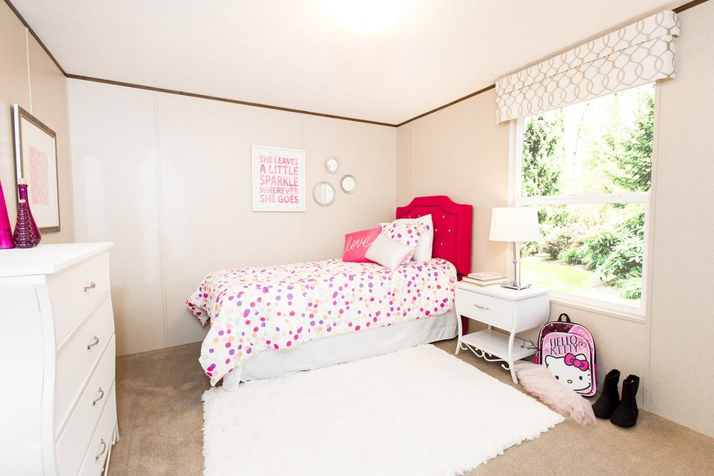 Manufactured-BLISS-42TRU14562AH-Bedroom-20180516-0922560148642.jpg