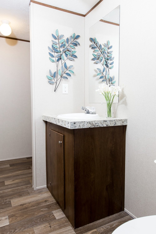 Manufactured-GLORY-47TRU14763BH-Master-Bathroom-20180516-0916012050110.jpg