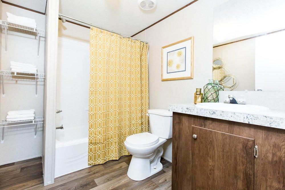 Manufactured-WONDER-36TRU28724RH-Master-Bathroom-20170323-1556498162866.jpg