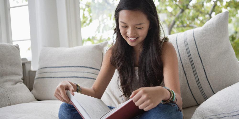 Mẹo giúp trẻ đọc nhiều sách hơn trong năm mới 2019 (Ảnh: Storyformed)