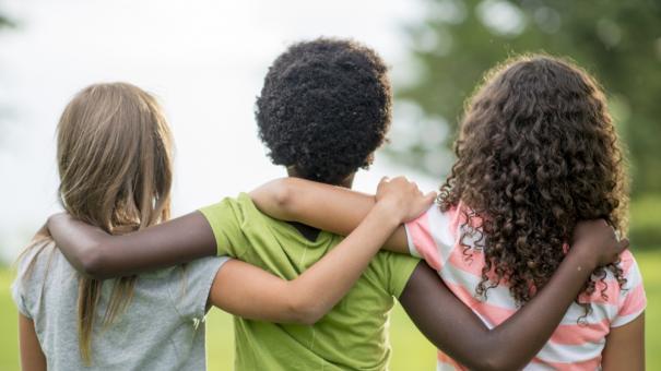 diverse_kids_hugging_84470891.jpg
