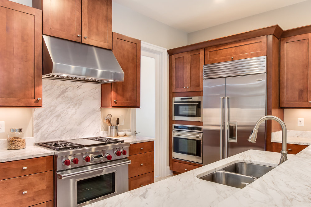 Real estate photo of contemporary kitchen in Loudoun County shot by Robert Miller Photography.