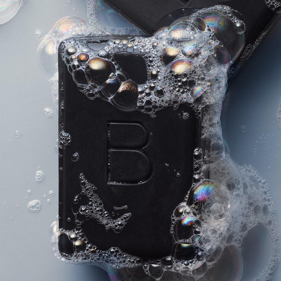 charcoal cleansing bar - This soap clarifies and detoxifies our skin by pulling out dirt, impurities and excess oil, without drying out our skin. It uses organic witch hazel for toning, antioxidant-rich organic green tea to calm inflammation and organic coconut oil and sunflower oil to hydrate our skin.