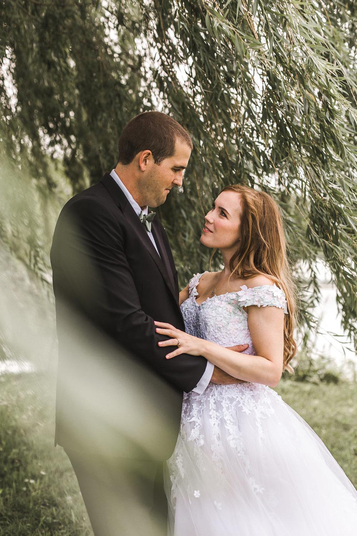 belle isle wedding bride and groom willow tree