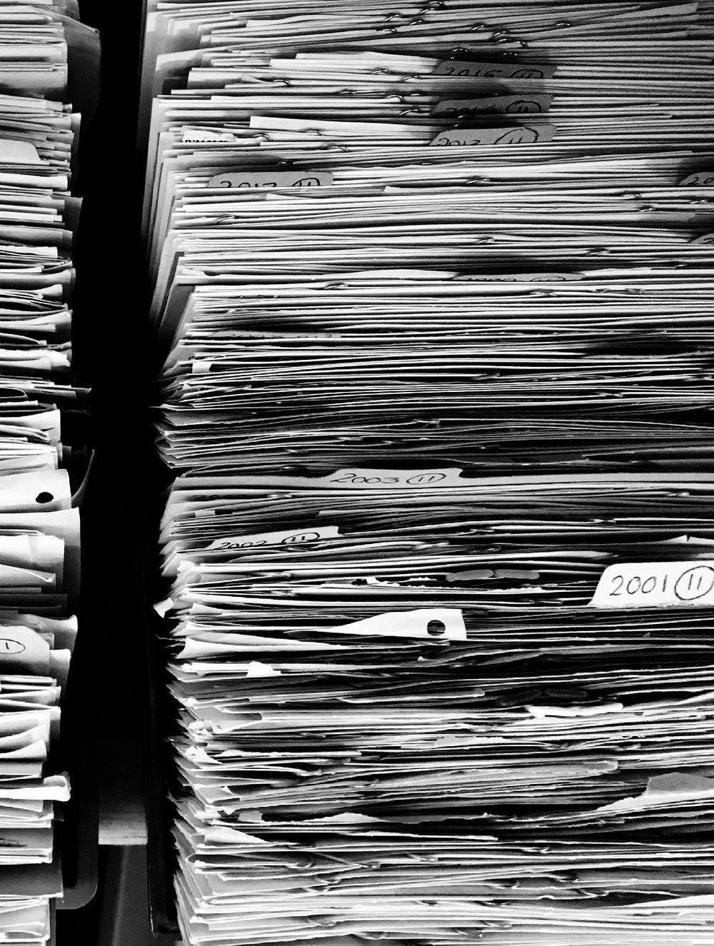 LA GESTION DE MES DOCUMENTS AU TRAVAIL  - 3 systèmes simples et pratiques à mettre en place pour un bureau à l'ordre et sans piles.