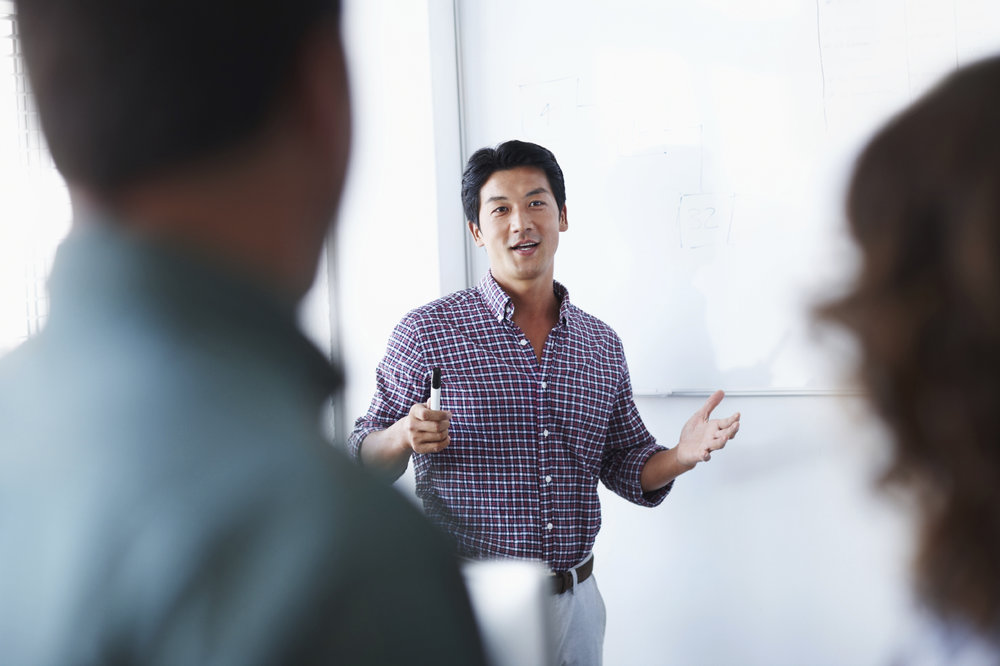 MIEUX COMMUNIQUER POUR UN MEILLEUR LEADERSHIP  -Techniques incontournables des leaders pour établir la confiance, inspirer vos employés et transmettre clairement vos informations.