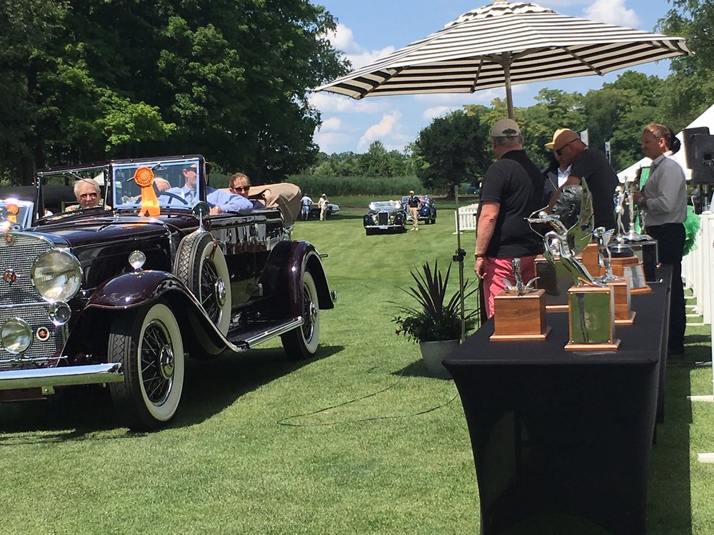"Mark Hyman, owner of Hyman Ltd. Classic Cars and SSR member, presents the ""Spirit of the Hobby"" award"