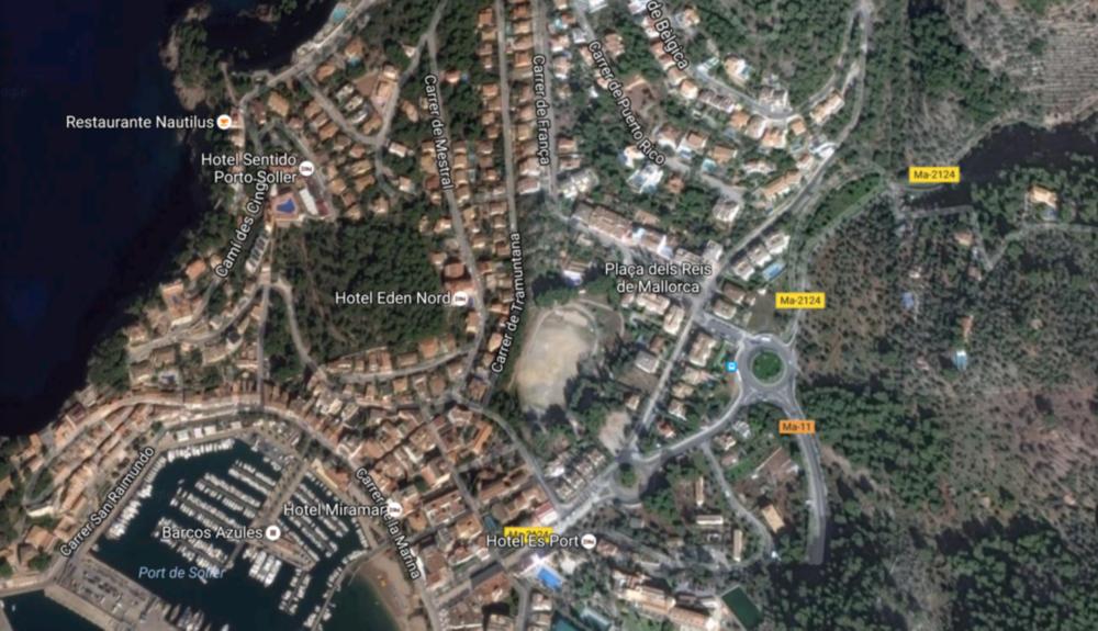 """Vi tränar vid Carrer de Tramuntana"""" i Port de Sóller, ovala fältet i mitten på bilden."""