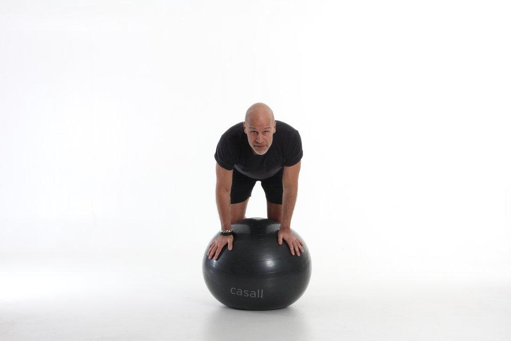Sträva efter att håålla balans, sen sträcka ut armar och ben;-)