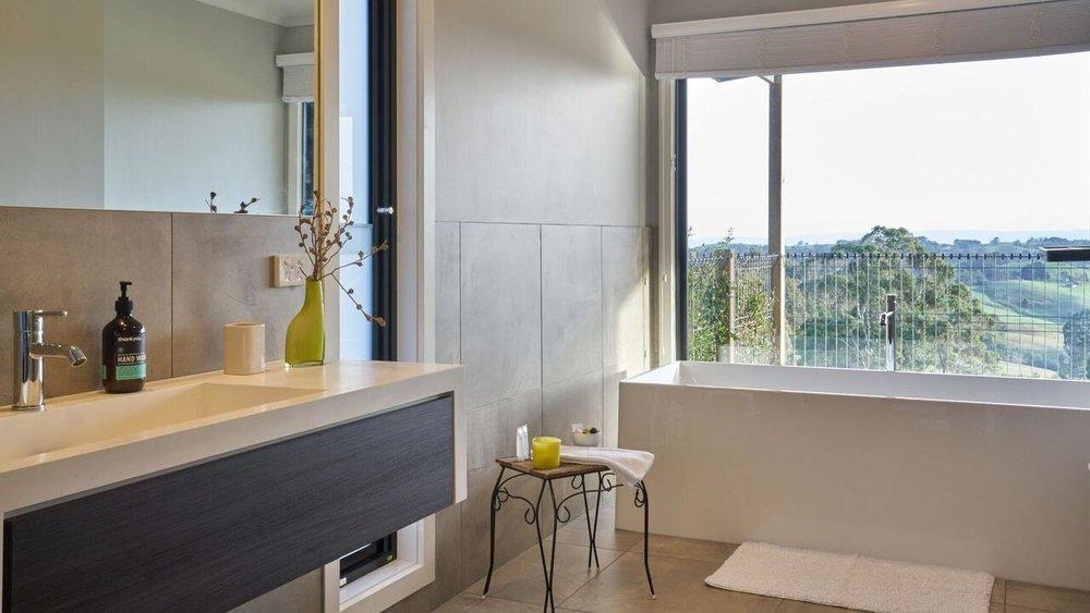 Halcyon Cottage Retreat bathroom