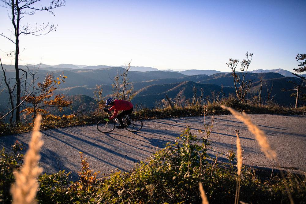 Völlig absurd, würde man über dieses Morgenlicht (ca. 07:30) am Berg noch einen Filter drüberlegen... #nofilter Canon 5D III