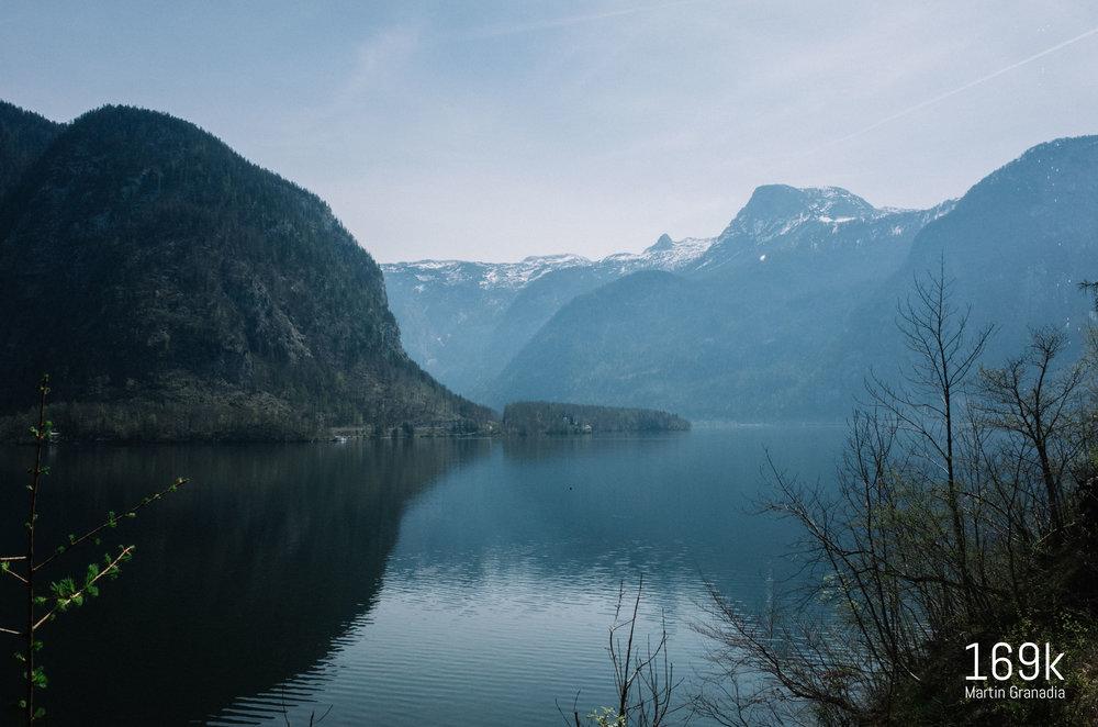 Der Blick zurück über den Hallstätter See - von dort hinten links sind wir gekommen