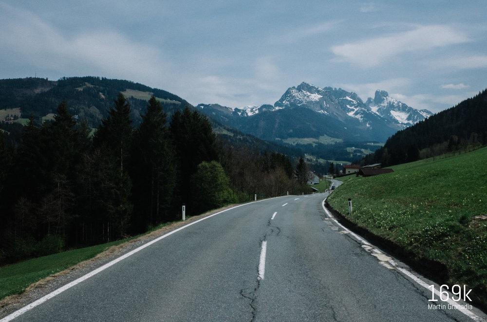 Großartiges Dachstein-Panorama bei der Fahrt Richtung Lammertal (Abtenau im Rücken)