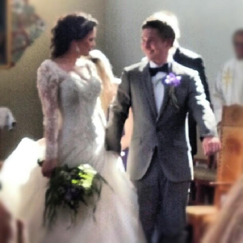 15a11301 Vi ville spare penger på bryllupet og fikk gjestene våre til å stå for  fotograferingen