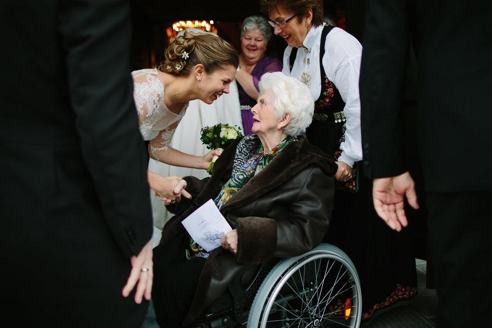 vielse-brud-bestemor-rullestol