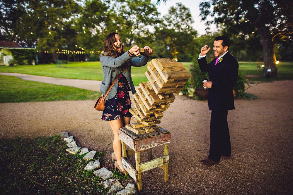 """Mega Jenga kan man lage selv av noen meter med 2x4"""" planker. Foto:  Eirik Halvorsen"""