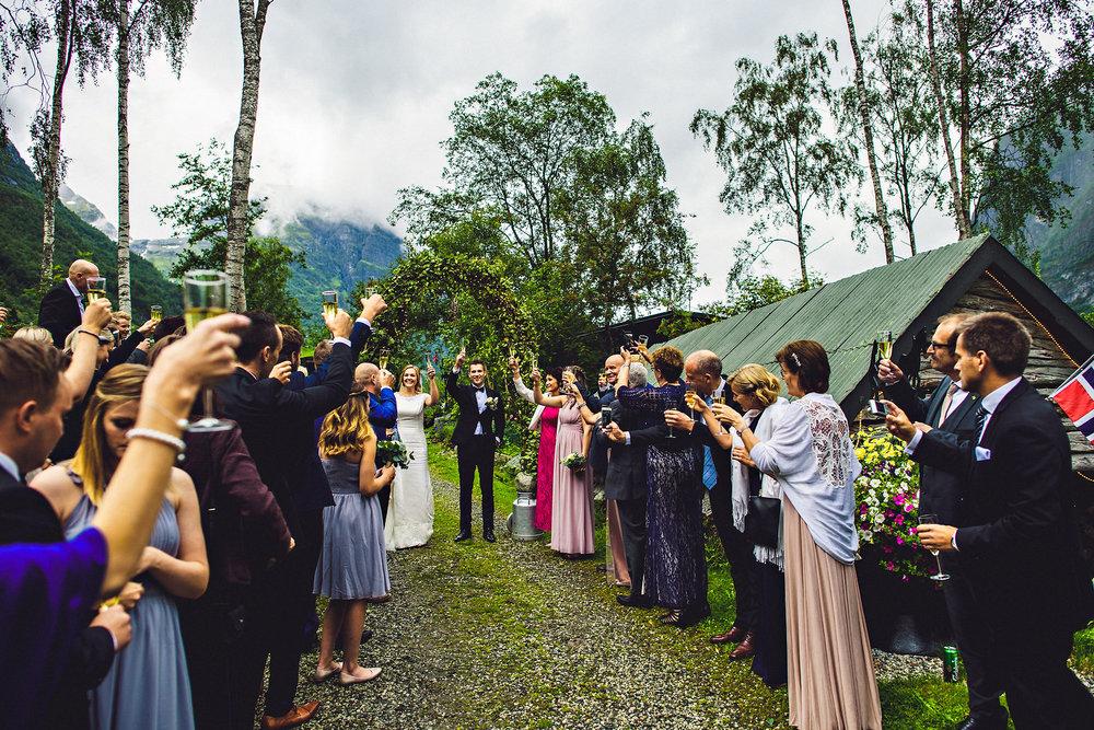 Bryllup på Yrineset i Oldedalen bryllupsfotograf sogn og fjordane-20.jpg
