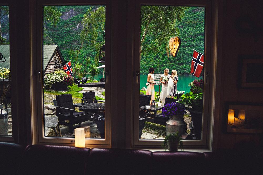 Bryllup på Yrineset i Oldedalen bryllupsfotograf sogn og fjordane-25.jpg