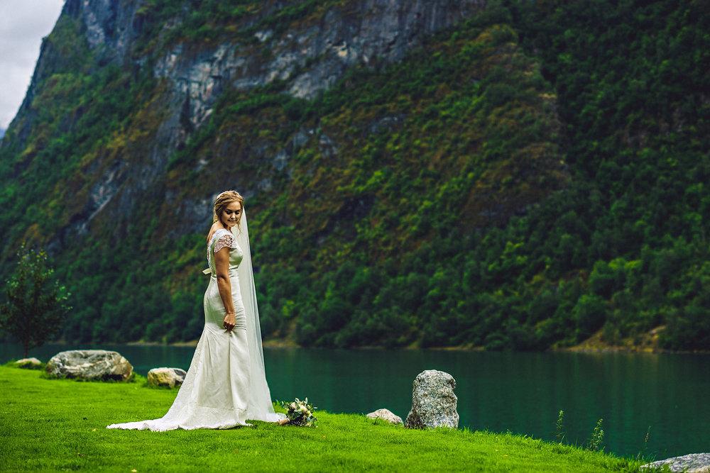 Bryllup på Yrineset i Oldedalen bryllupsfotograf sogn og fjordane-40.jpg