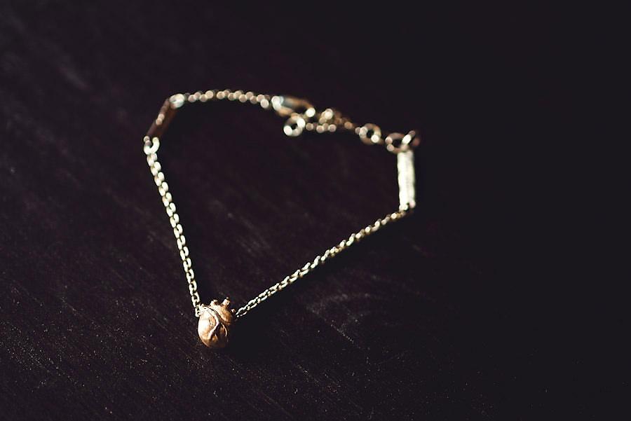 anatomisk hjerte smykke detalj til bryllup stavanger