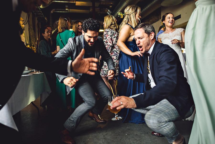 crazy dansegulv i bryllup på tou scene bryllupsfotograf stavang