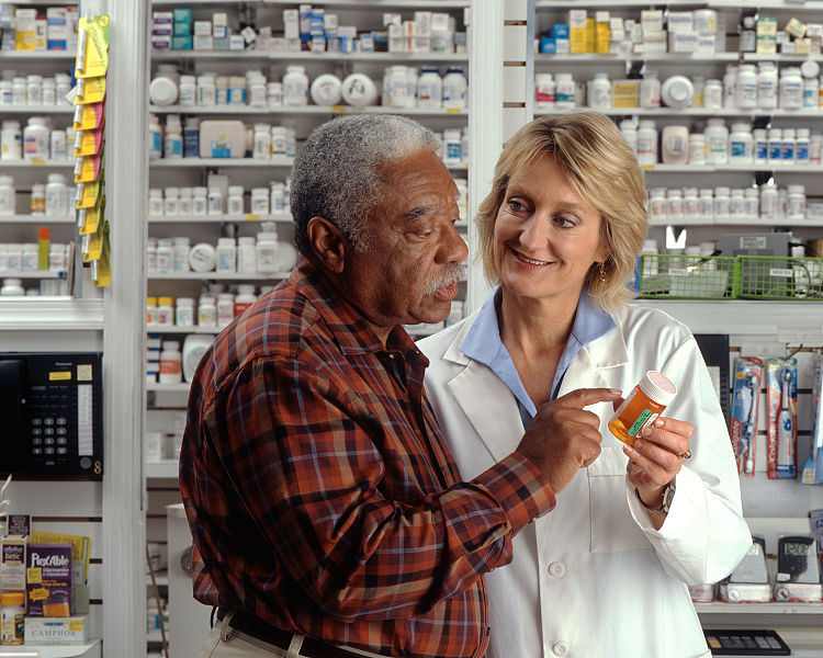 750px-Man_consults_with_pharmacist_(1).jpg