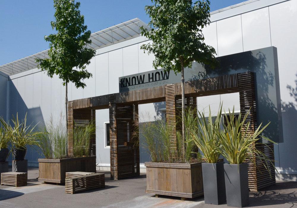 Der Eingang zum Bildungszentrum KNOW HOW, ein einzigartiger Ort für einzigartige Menschen.