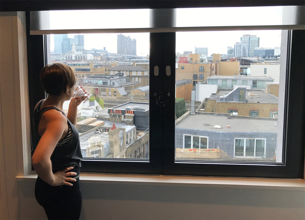 A babe looks out over London.