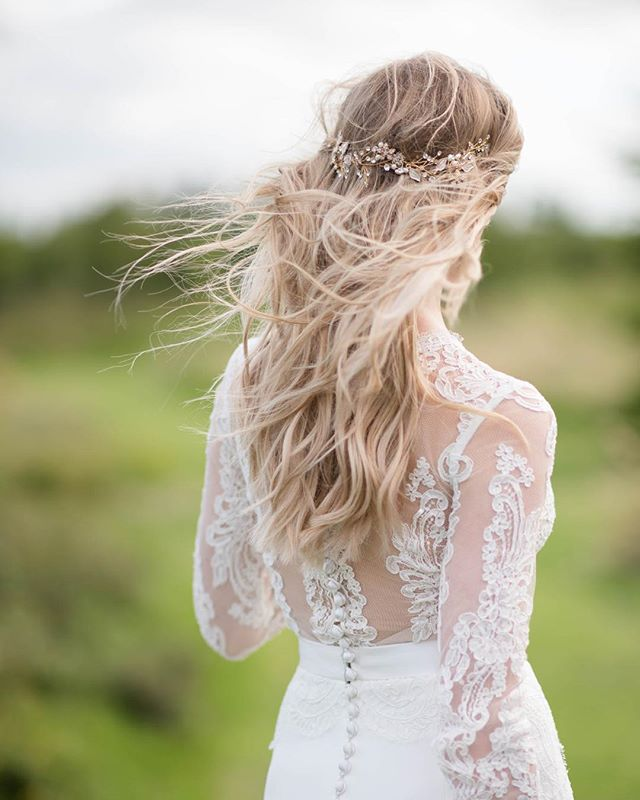 Love capturing these natural scenes on a wedding day and love the detail on this beautiful brides dress! • • • #wedding #weddingseason #hair #wind #englishsummer #englishwedding #countryside #uk #love #couple #instagoals #couplegoals #weddingdress #hairandmakeup #farmwedding #eventprofs #events #eventphotography #weddingphotography #photography #bride #marriage #weddingvenue #naturalshot #beauty #moment #ukweddingphotography #weddingphotographer