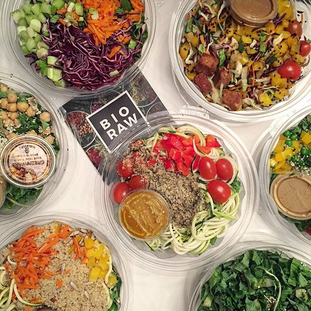 It's GIVEAWAY time!!!!! With all of our New Years resolutions, @bioraw and I decided to team up and support them! We'll be giving away an entire week of BioRaw fresh salads for you to love and enjoy and that will make your resolutions so much easier (and delicious) to keep! To win the giveaway: 🥗 Like this photo 🥗 Follow @bioraw and @lettuceandluggage 🥗 Tag a friend that you think would love this giveaway too! Multiple entries allowed. This giveaway is only open to people in Toronto and GTA 🇨🇦 • • • • • #foodmood#healthandwellness#healthfoodshare#noleftovers#glutenfreefood#paleofoodshare#comfortfood#iamwellandgood#paleofoods#eatinghealthy#healthyrecipes#glutenfreefoods#foodblogger#feedfeed#goodmoodfood#feedyourbrain#strongnotskinny#foodforthought#salad#torontogiveaway#giveaway#yyz#foodgoals#bowlgoals