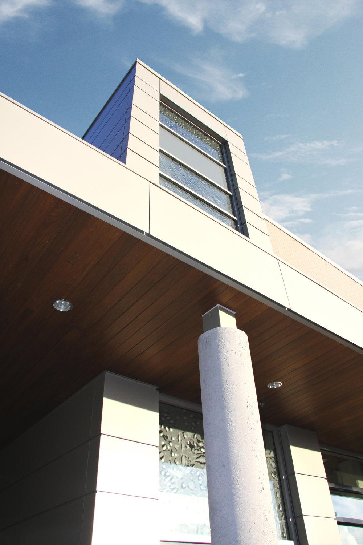 Centre multidisciplinaire de développement de génie tissulaire_escalier et sérigraphie_modifiee.jpg