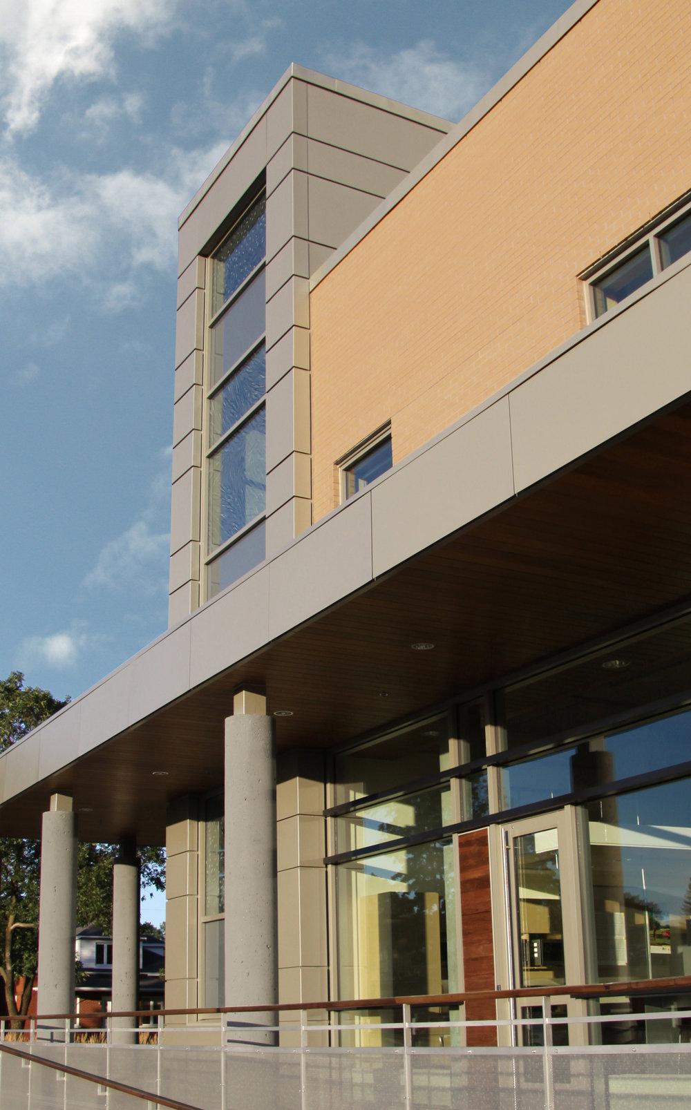 Centre multidisciplinaire de développement de génie tissulaire_façade nord_crop-modifiee.jpg