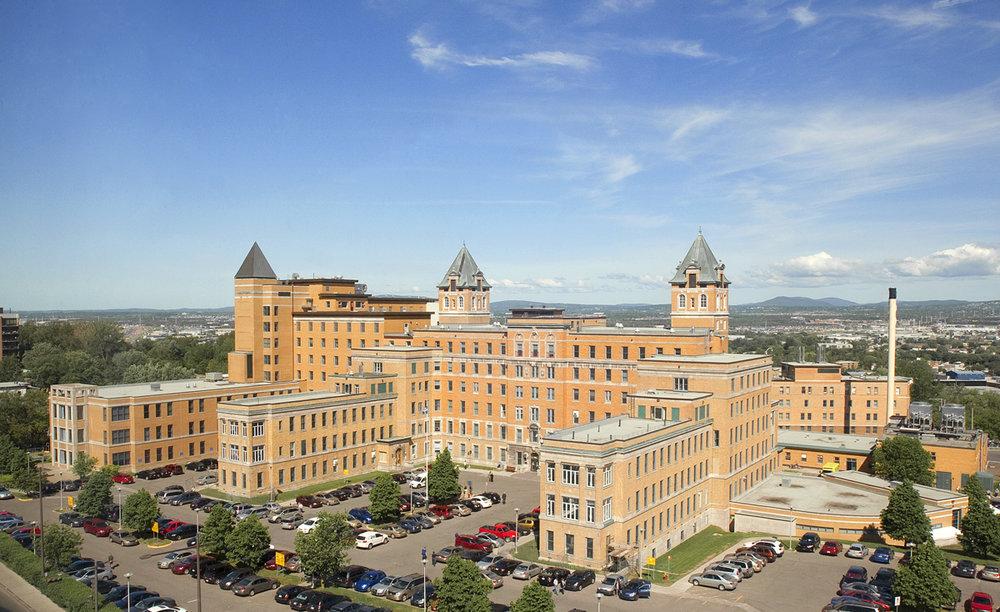Centre universitaire d'ophtalmologie - HSS  Année : 2009    Budget: 16,6M$   Réalisé en consortium