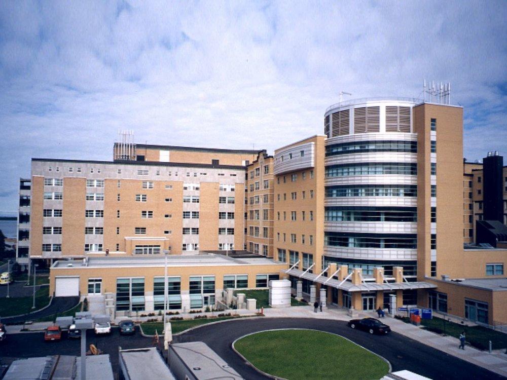 Centre hospitalier régional de Rimouski  Année : 2000    Budget: 26,7M$   Réalisé en consortium