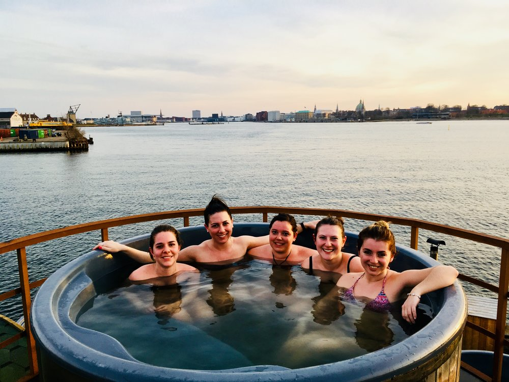 The Tower spa   - The best view from a spa in copenhagen ! So enjoy and relax in the heated clean sea water 40℃ / 104℉ at the Refshaleø with a TOP view! The stationary spa seats 6 persons and included in the price is a bottle of Cava !