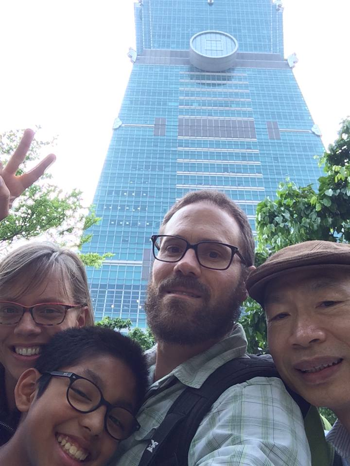 Family selfie with Yuan-Wei Liao in front of Taipei 101