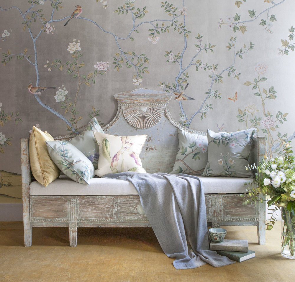de Gournay hand painted Badminton Chinoiserie wallpaper in standard design colours on 12 Carat White Gold Gilded Silk_1.jpg