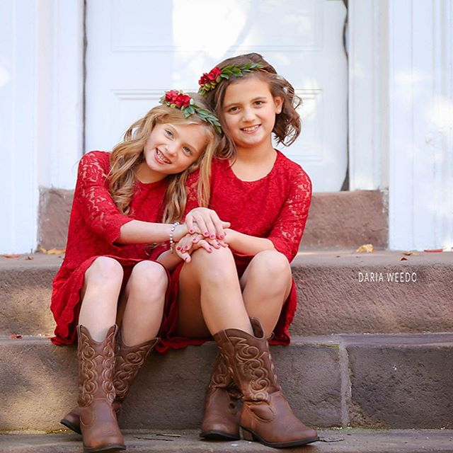 Holiday Sessions in full effect. Love these two ! ♥️ #dariaweedophotography #newjersey #essexcounty #christmas #christmassession #holidays #november #december #teampink #sistersquad #nutley