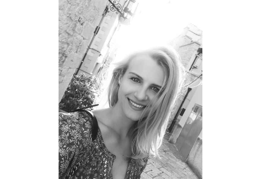 Andra is 28 years old and is a senior consultant @ astound commerce.