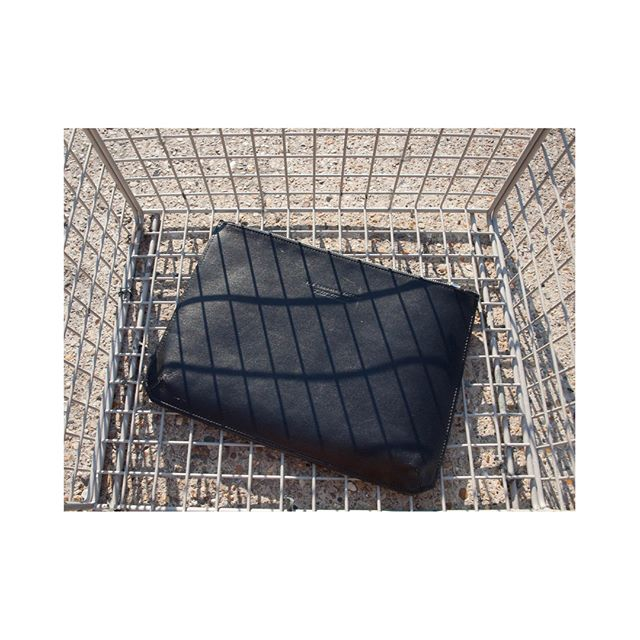 NOW ON SALE // // // // // // // #highendfashion #styled #trendsetter #editorial #fashioneditorial #whatiwear #whatiweartoday #luxurybags #pouch #luxurypouch #essentials #sale #fashionsale #onsalenow #trendsetter #cardholder #luxuryleathergoods #wallets #luxurywallet #purse #musthave #stylehunter #trendhunter #outfitpost #handbags #winterfoutfit #coolgirls #stylediary #ハンドバッグ #명품