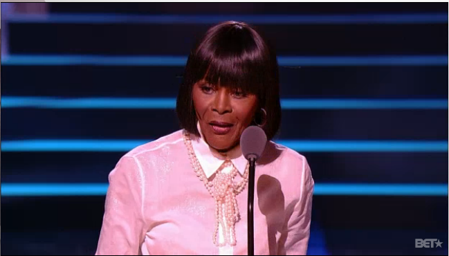 Cicely Tyson, receives the Living Legend award at the Black Girls Rock awards #blackgirlsrock