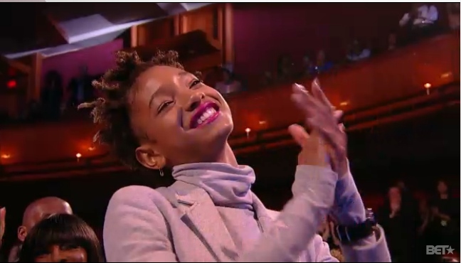 Willow Smith cheers her mom Jada Pinkett Smith at the Black Girls Rock awards. #BET #blackgirlsrock